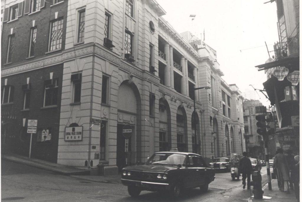 1951年以前,庇理羅士還設有小學部。當時小學部的學制是從Standard I讀到Standard IV,然後升上Class 8,而Class 6就相等於現時的中一。有志升讀大學的同學,會升上Class 1(Matriculation)。