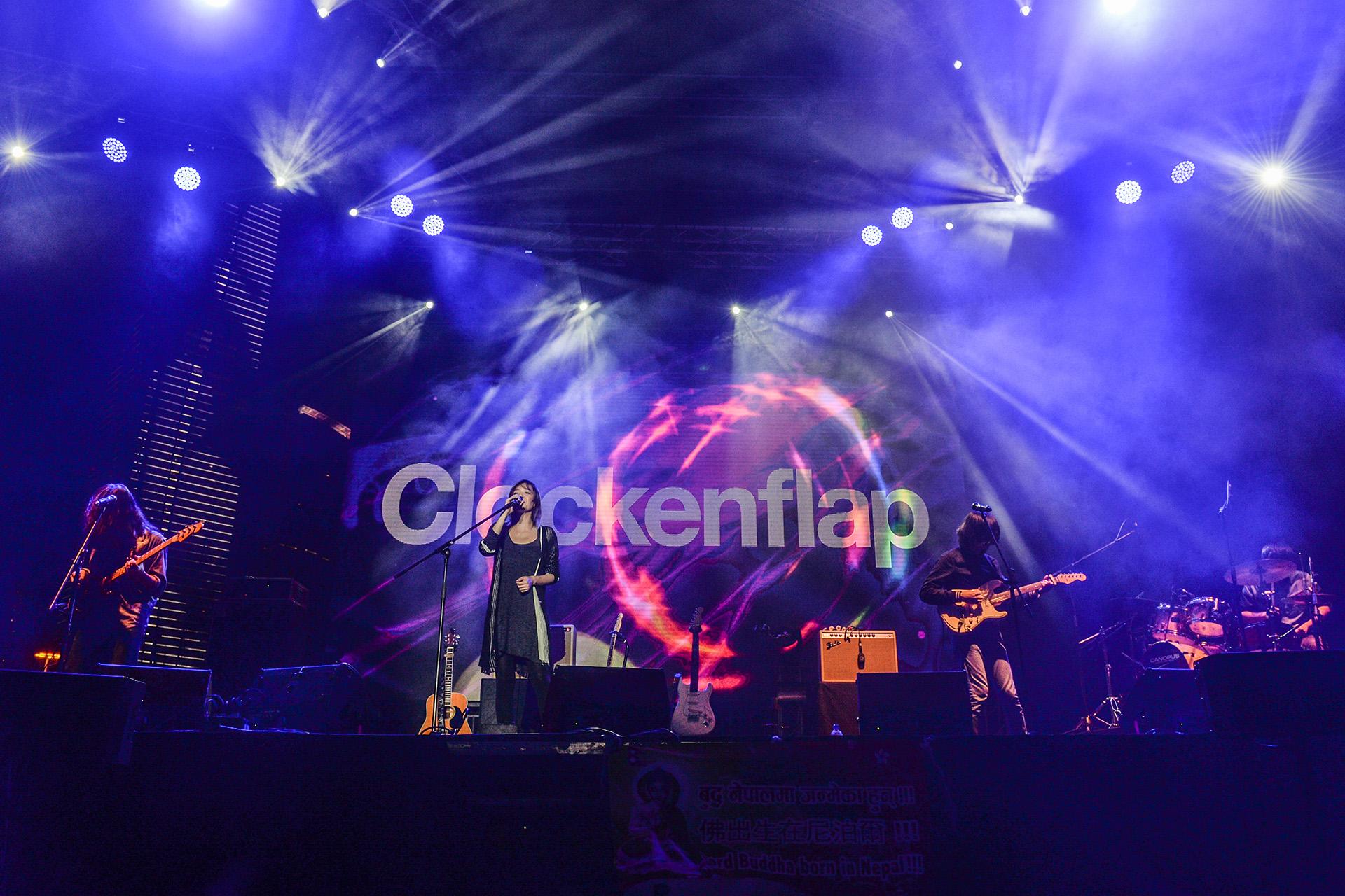 2014年,安溥曾出演本地音樂節Clockenflap。她認為音樂節的氣氛讓她自在,來自世界各地的音樂人也可在後台輕鬆地交流聊天。