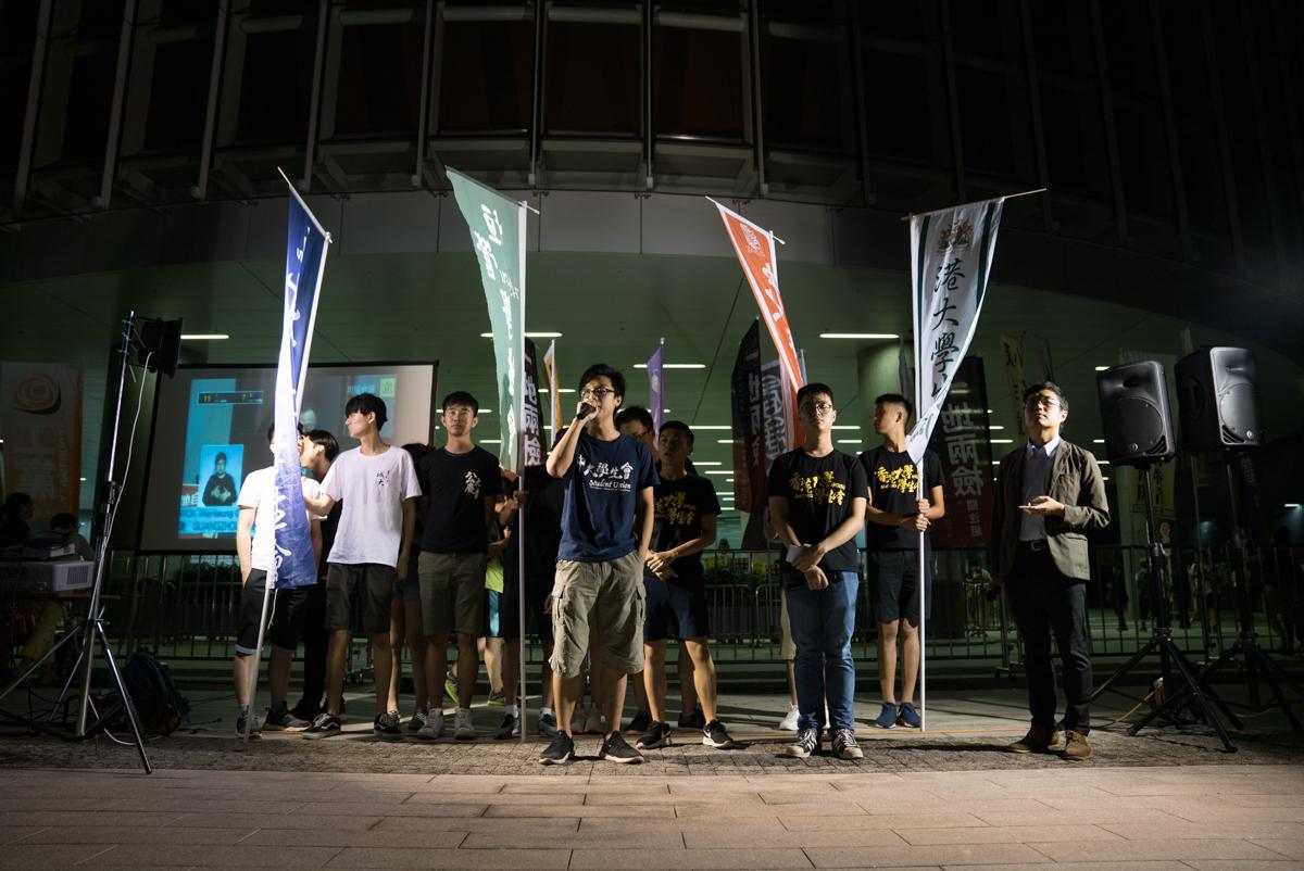 今年立法會一地兩檢表決前夕,中大與港大學生會在立法會聯手出席抗爭活動。