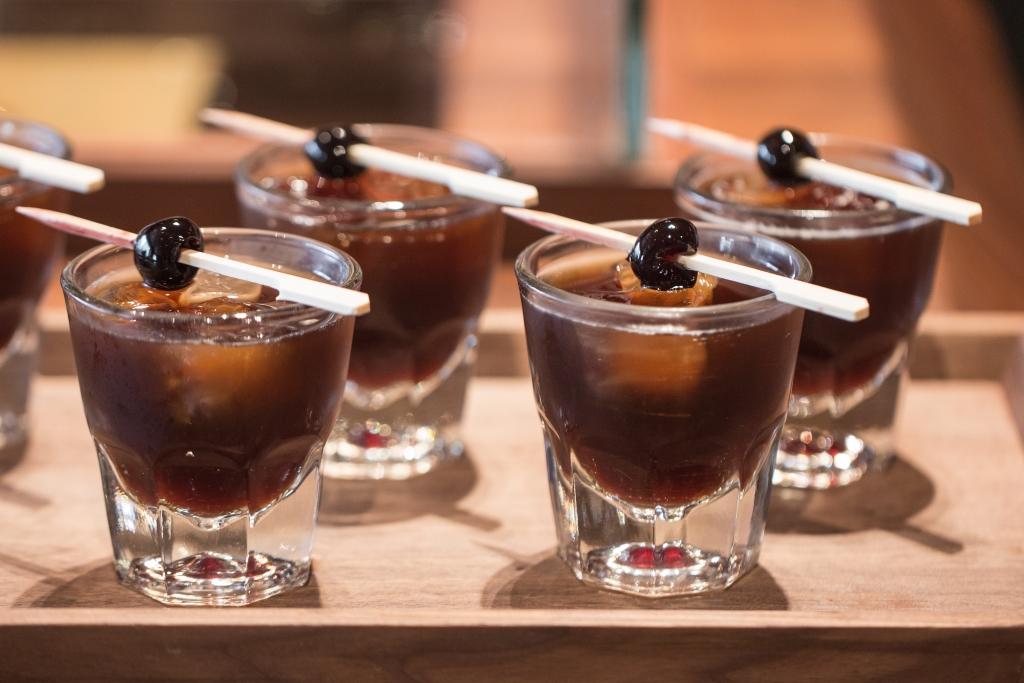 The Melrose St. // 將櫻桃味的比特酒與冷萃咖啡搖勻,佐以意大利的Luxardo,是為曼克頓版的咖啡雞尾酒。(RMB¥58)