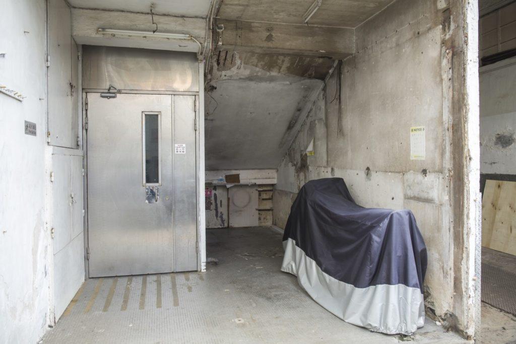 清拆後的安樂水電沒有真正「空置」,而是成為了電單車、工人的休息空間。