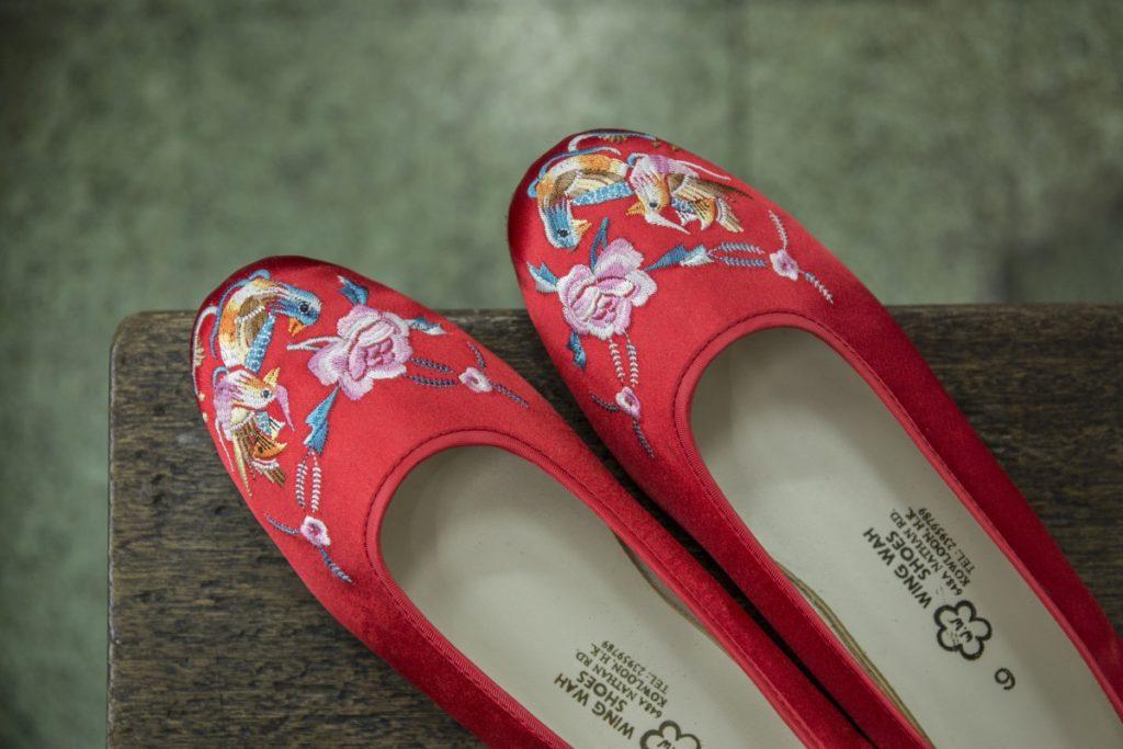 很受準新娘歡迎的戲水鴛鴦繡花鞋,用作出門之用。
