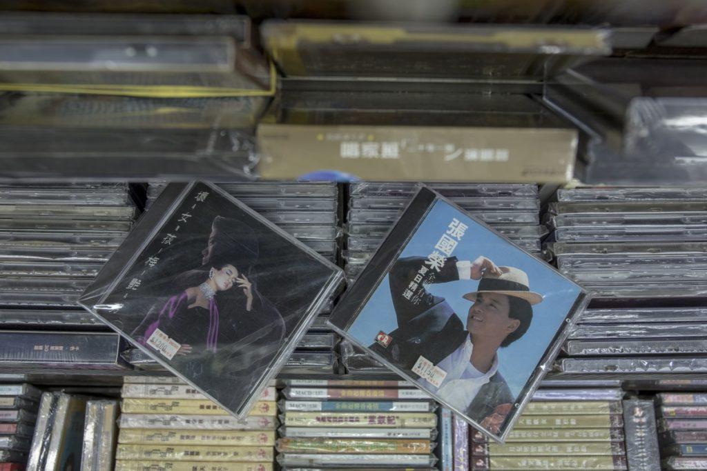 鎮店之寶是張國榮和梅艷芳的舊版CD,售價過千。
