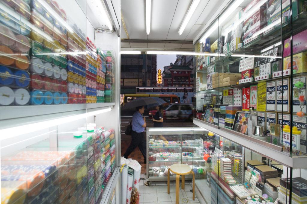 店內井然有序,多年來,一切貨物都整齊排列。