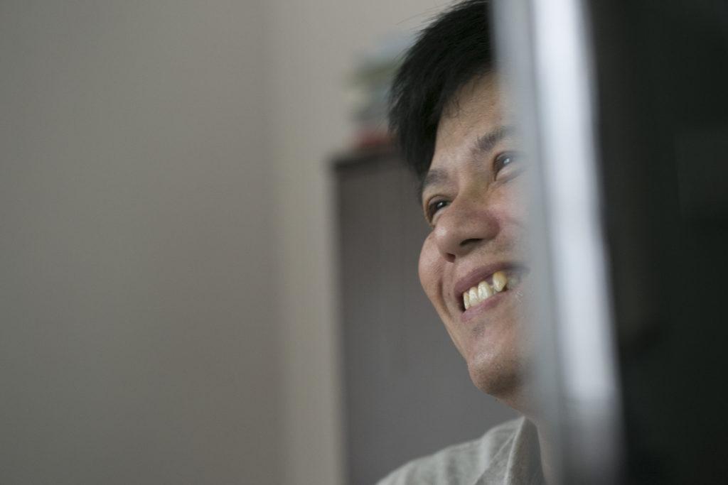 說起當年瘋狂算命的往事,Calvin  Ku捧腹大笑。
