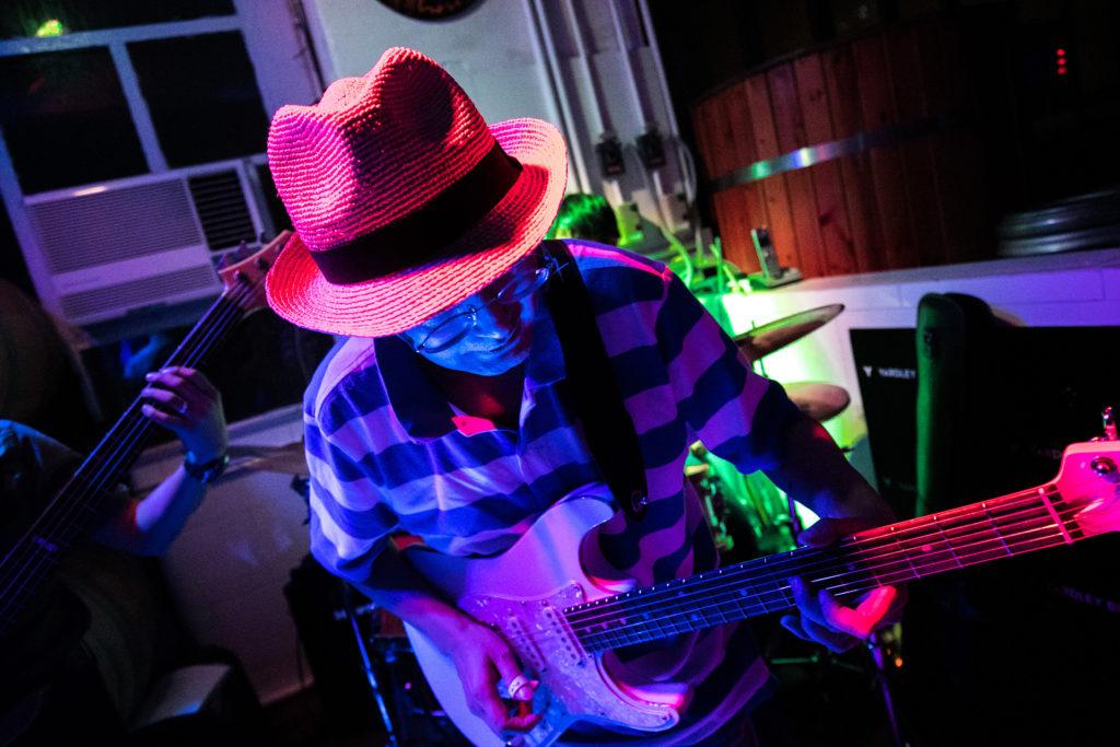 Tommy在今年首辦的《慘島藍調節》中演出。(相片由Elvis Chan及Michael Chiu提供)