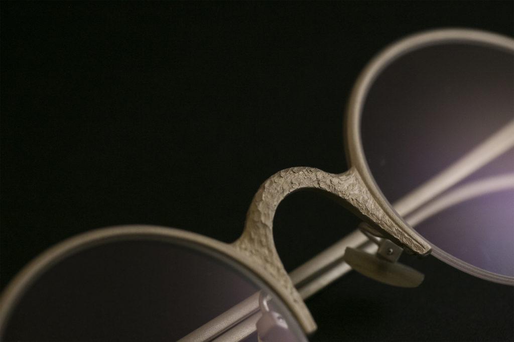 長達兩年的研發的925純銀系列,看中樑、鏡圈兩種截然不同的質感,便知師傅打造時花了多少心機。