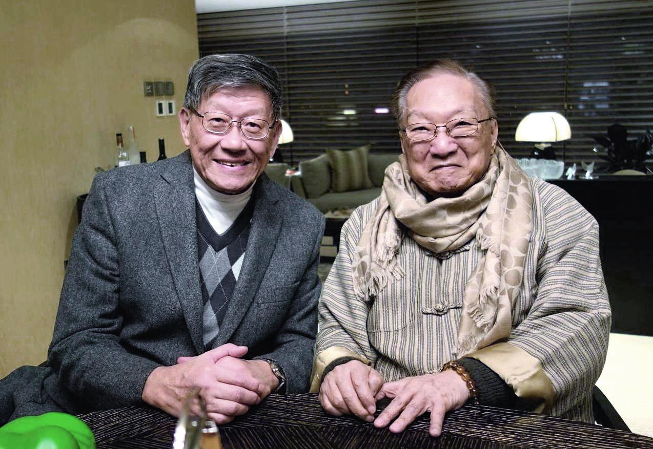 雖然王世瑜在加國懸壺義診,但每年總會回港一兩次並探望查先生,這是去年之留影。
