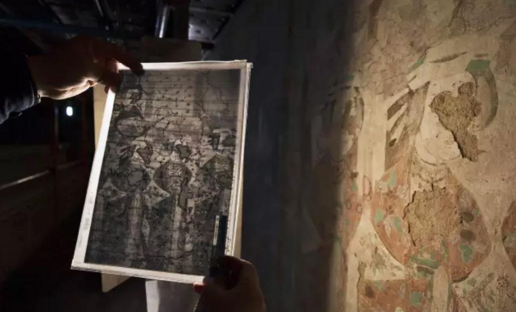 這是壁畫的病害分佈紀錄照,研究人員不時以此對比病害情況。(孫志軍攝)