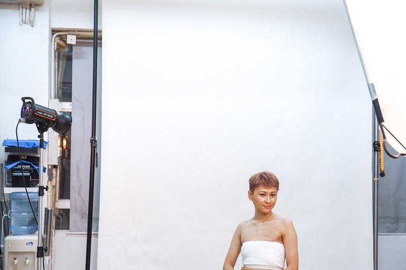 Chikia的攝影師朋友知悉她勇敢割掉乳房後,為她拍攝一輯相片作紀念。