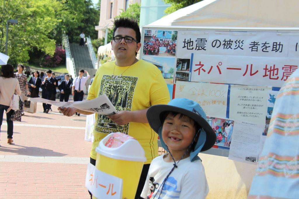 黎明年幼的兒子在大阪籌款賑災