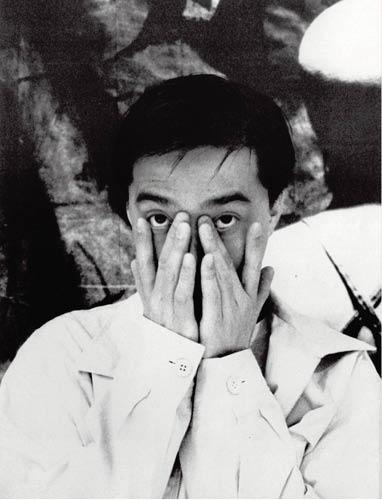 明哥對當年赴東京演唱的記憶模糊,他說寫真集《四百擊》可能是1990年在東京留影。