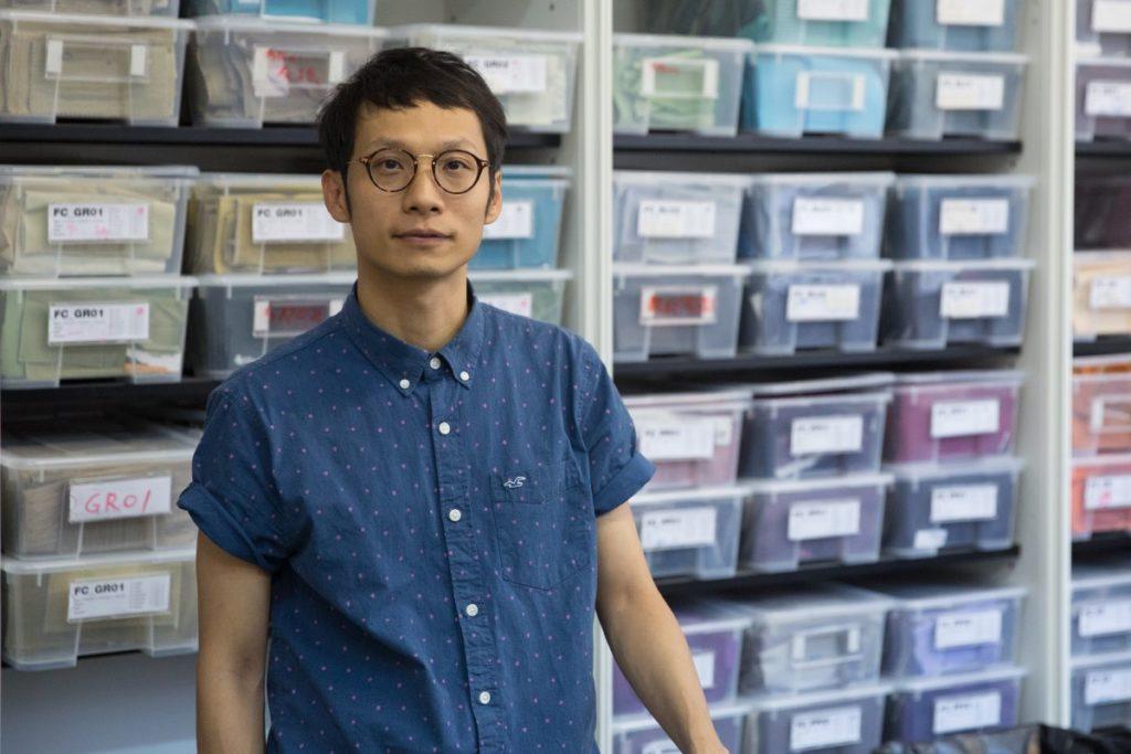 「媽2代」發起人薛文諾不願標榜自己是設計師,因為他認為自己只是幫手把社工、車衣師傅和年輕母親們聚集在一起,彼此無分高低。