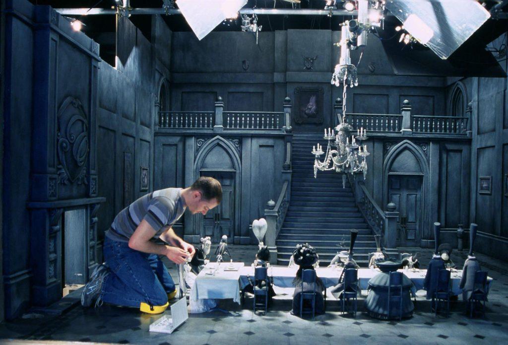添布頓的《怪誕屍新娘》有很多發生在陰森大宅的大場面,Tim工作時要一眼關七。