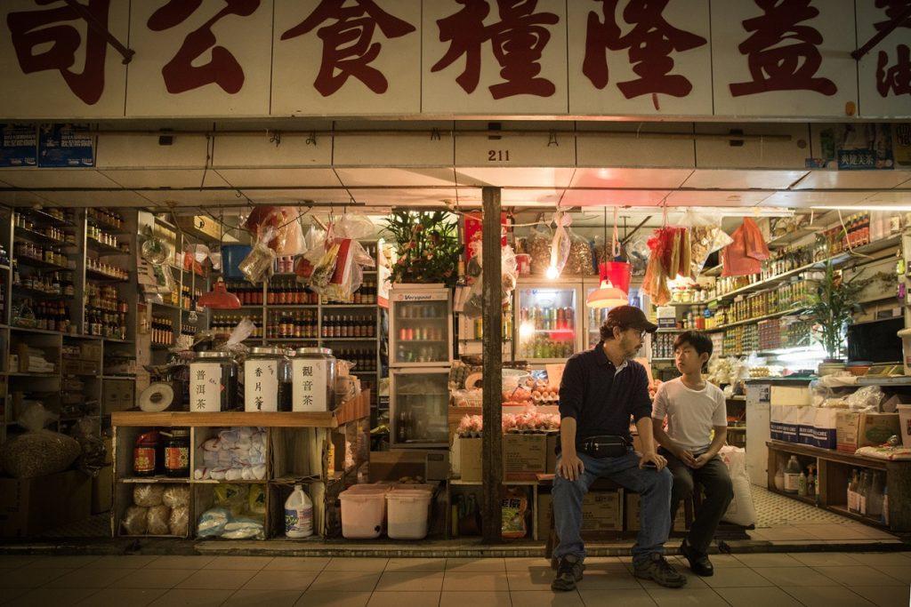 伍嘉良執導的《本地蛋》講述雜貨店店主因強調蛋是「本地」產而被告發,成為批鬥目標。
