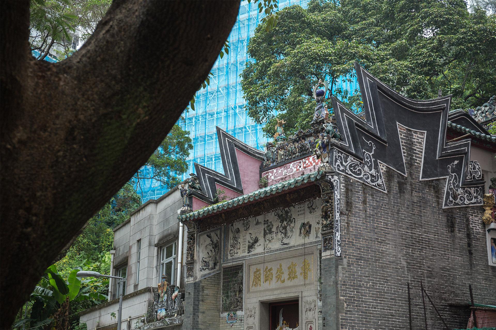 魯班先師廟是香港一級歷史建築,位於西環青蓮臺15號。