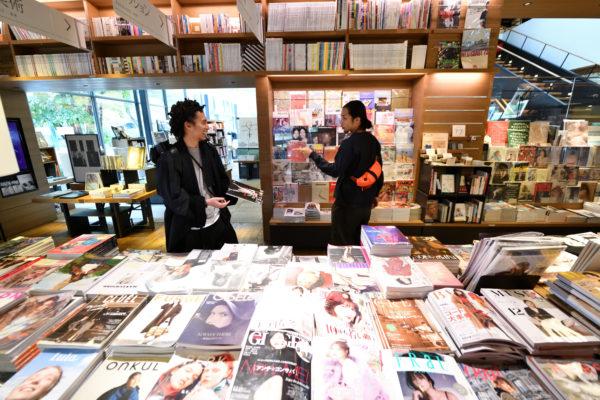 蔦屋書店沒有讓書本設計師失望,建築師團隊在書店各處融入「T」字結構正是在商案中不失個人風格的體現。