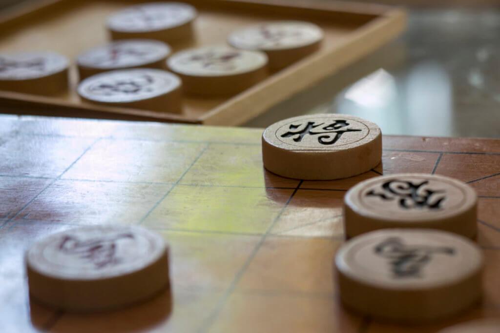 阿風小時候常和爸爸下象棋,阿風只贏過他一次。