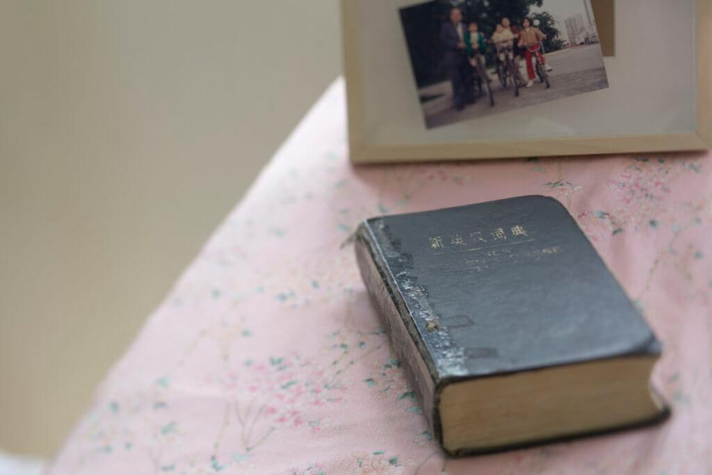 Toby爸爸最愛查字典,一 看到字典,她就想起爸爸。