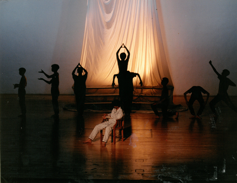 最令黃修平震撼不已的劇社作品,是中一時看的《命運》。當年奪得多項大獎的《命運》,利用意識流對白、形體動作及劇場空間,演繹了人類不同的命運。(受訪者提供)