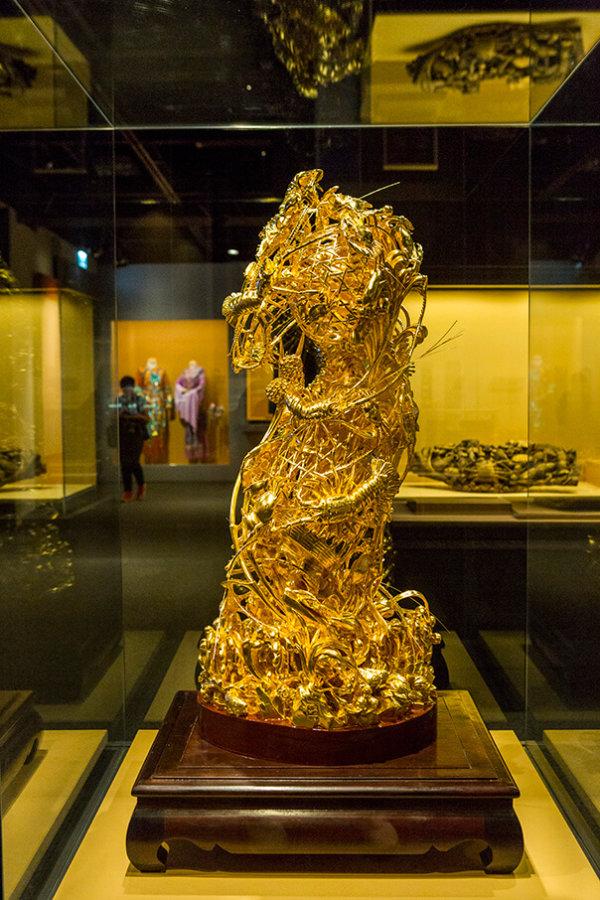 金漆通雕龍蝦蟹簍 現代 國家級非物質文化遺產潮州木雕項目傳承人辜柳希大師提供