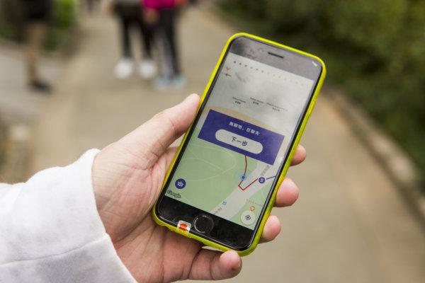 通過手機程式,訪客從皇后像走到皇帝像,一路經過12個地點,完成屬於自己的敍事曲。