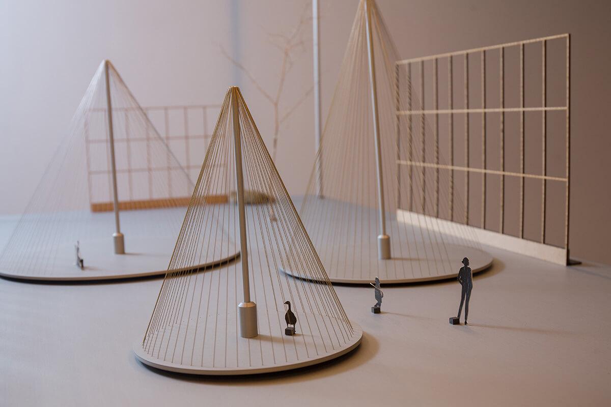 若大廈之間可以這樣放幾組氹氹轉平台,相信會多點趣味。