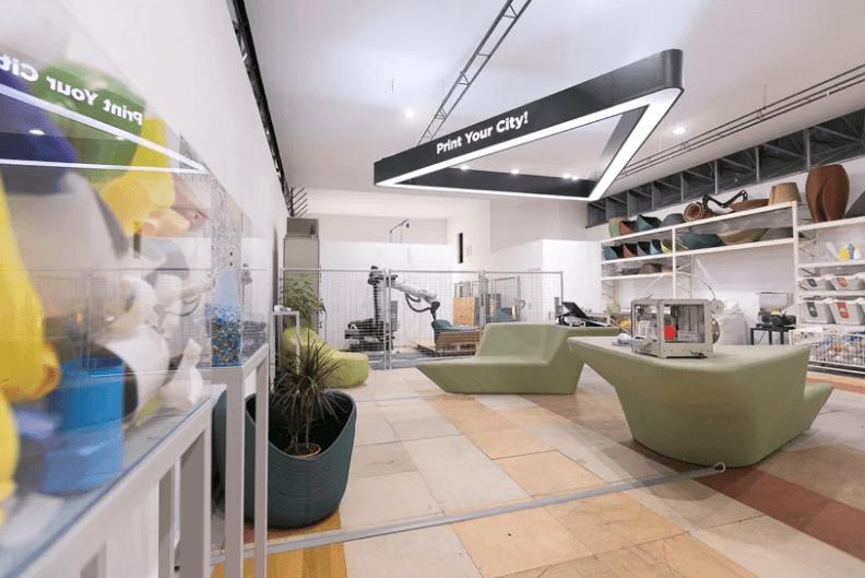 """""""Zero Waste Lab""""內設巨型打印機械臂和回收設施。"""