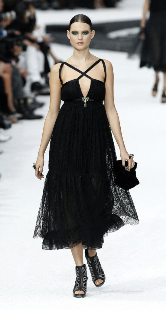 《去年在馬倫巴》亦為Karl Lagerfeld帶來源源不絕的靈感,2011年春夏時裝系列就是向 Gabrielle Chanel 為該電影設計的服裝致敬之作。