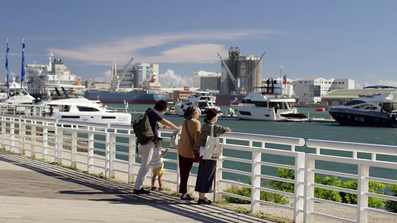 新作《自由行》是港產片,對他來說別具意義。片名源自台灣詩人洪宏 ,他聽罷故事,覺得叫《自由行》最好,應亮覺得非常匹配。《自由行》的「行」有古時詞牌味道,很有意思,名字確有很多想像的空間。