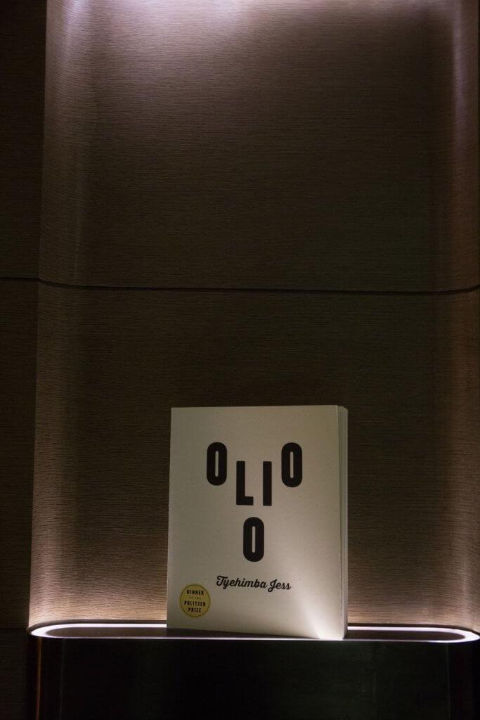 著作《Olio》提供多層次(multidimensional)的閱讀經驗,獲不少書評家推薦。用字母排出人臉的封面由他精心創作。