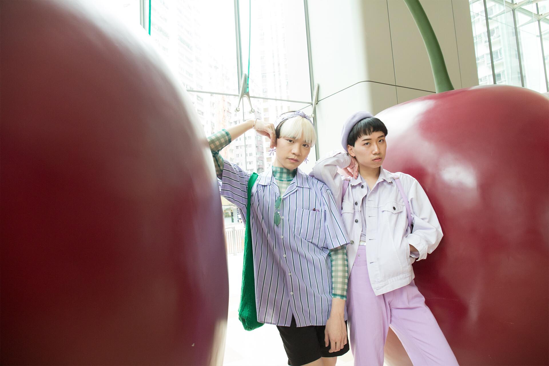 Gaga(左)與Barry(右)是理工大學紡織及服裝系的同學,出街的時候,最愛夾dress code。