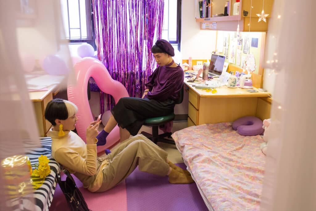 訪問當日相約在Barry的宿舍中,二人夾好色系,一黃一紫。