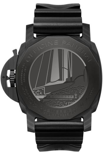 """全新Submersible Luna Rossa專業潛水腕錶搭載P.9010/GMT自製機芯,雙發條可提供三天動力儲存,鈦金屬錶背上鐫刻了Luna Rossa標誌,和""""America's Cup」字樣相映成趣。"""