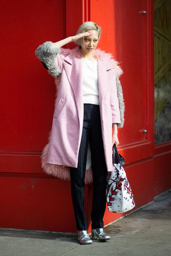 粉色繽紛仿毛大衣大獲好評,包括韓國名模Soo Joo Park、模特,時尚顧問Aziza Azim和Kate Foley等。