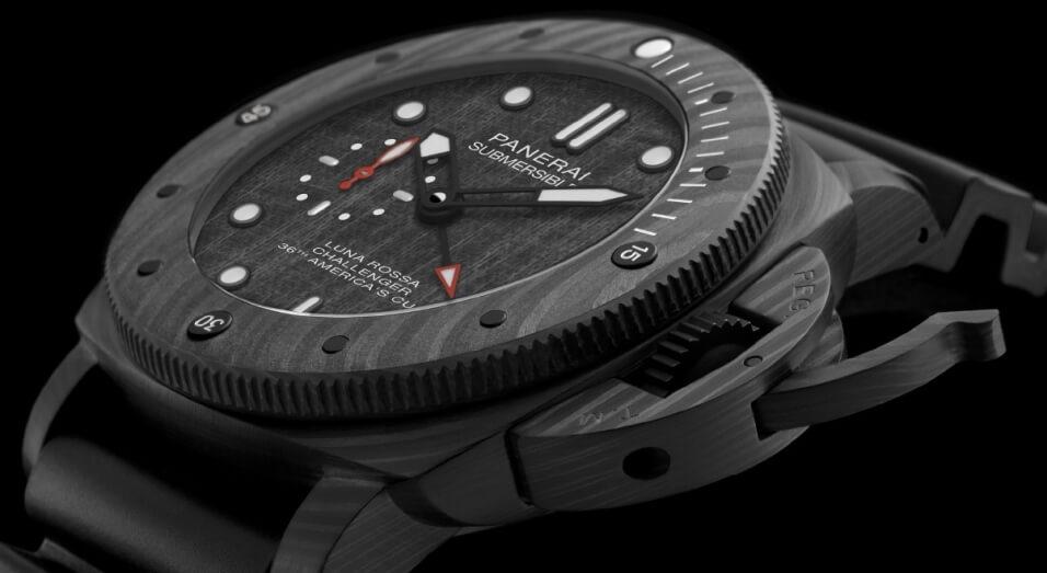 Panerai剛在日內瓦SIHH場上宣佈成為Luna Rossa的官方贊助品牌,並為船隊推出專屬潛水錶Submersible Luna Rossa PAM01039。