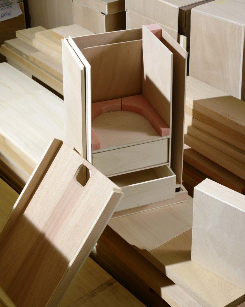 1854年推出首個旅行硬箱,Louis運用楊木精製框架並以防水帆布覆蓋,平頂設計外觀優雅,實用輕巧,完全符合新一代交通發展的時代需求。