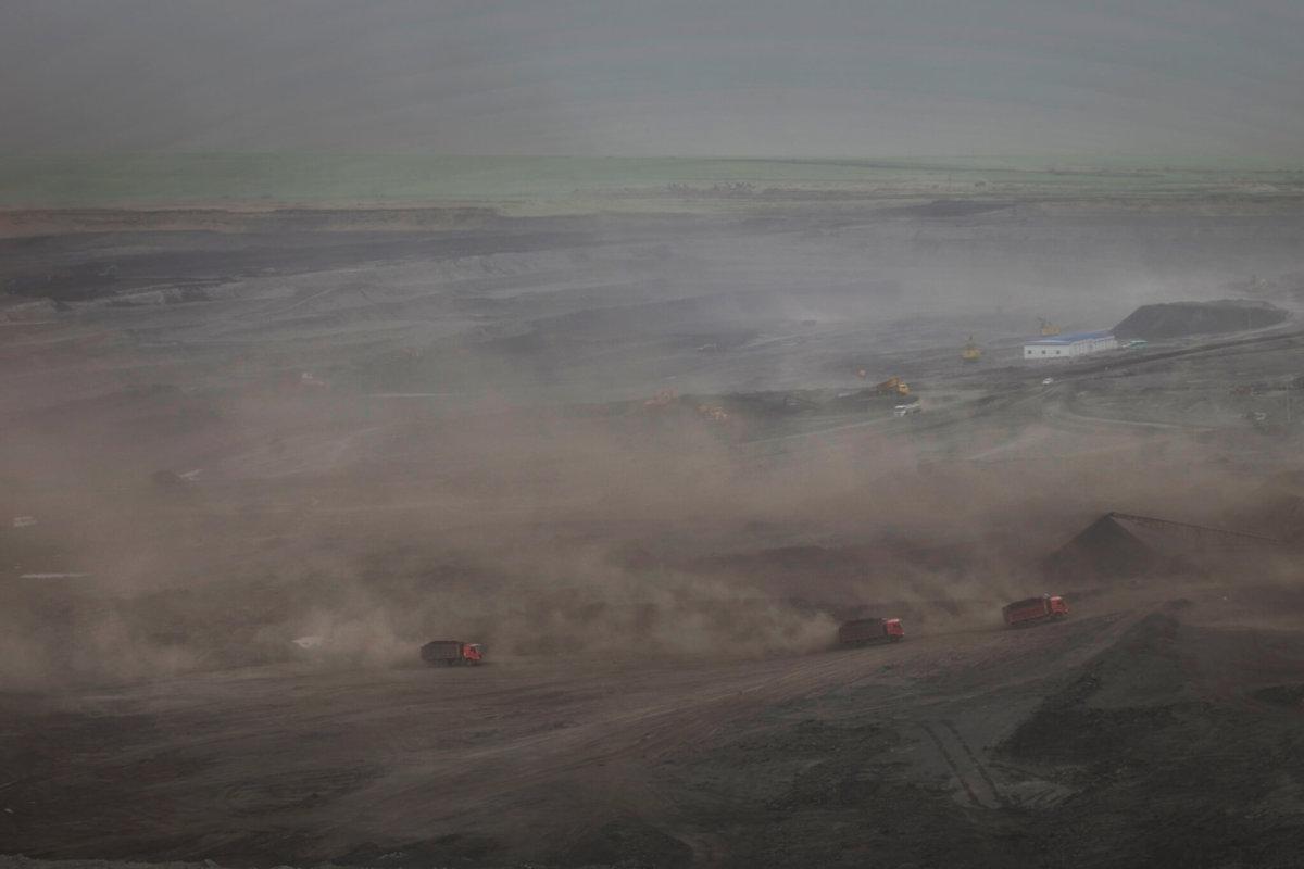 珠穆沁草原的露天煤礦