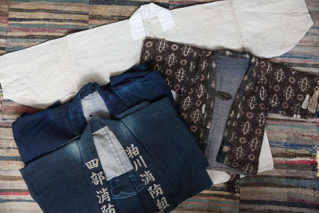 襤數分有多種,仕事着是工作服,領帶常寫明工作種類;茶色的是子供着;原色的是罕見未有染色的古服,更見質感。