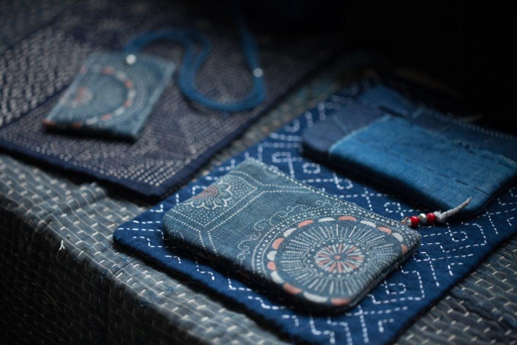 Brian本是皮革工藝師,將古布與皮革合而為一,內裏以意大利皮革及帆布支撐古布,提升耐用性。