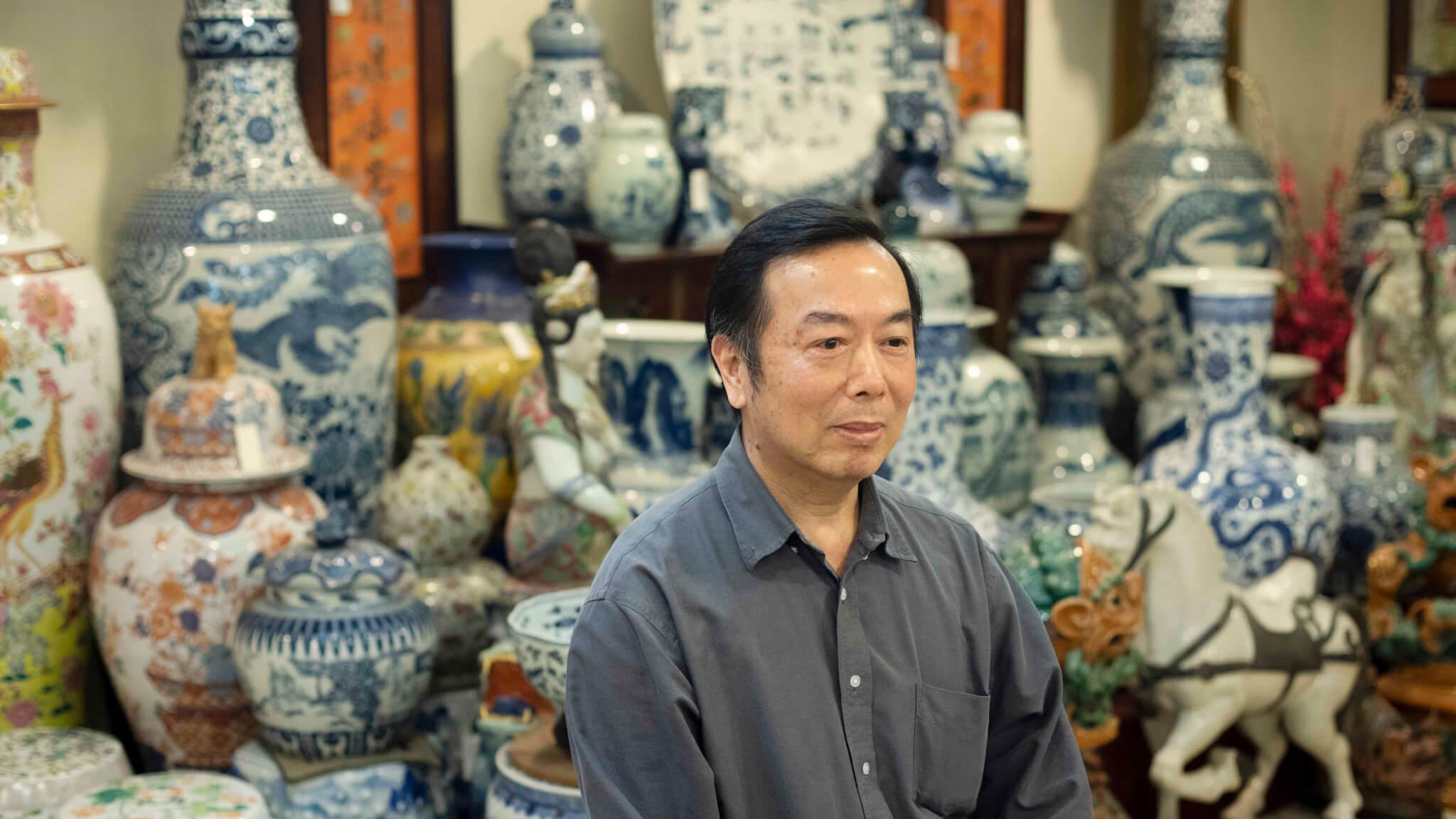 姚開麒是萬機陶瓷廠的 第二代傳人,對神像深 有研究,他詳細解釋關 公像的八大要點。