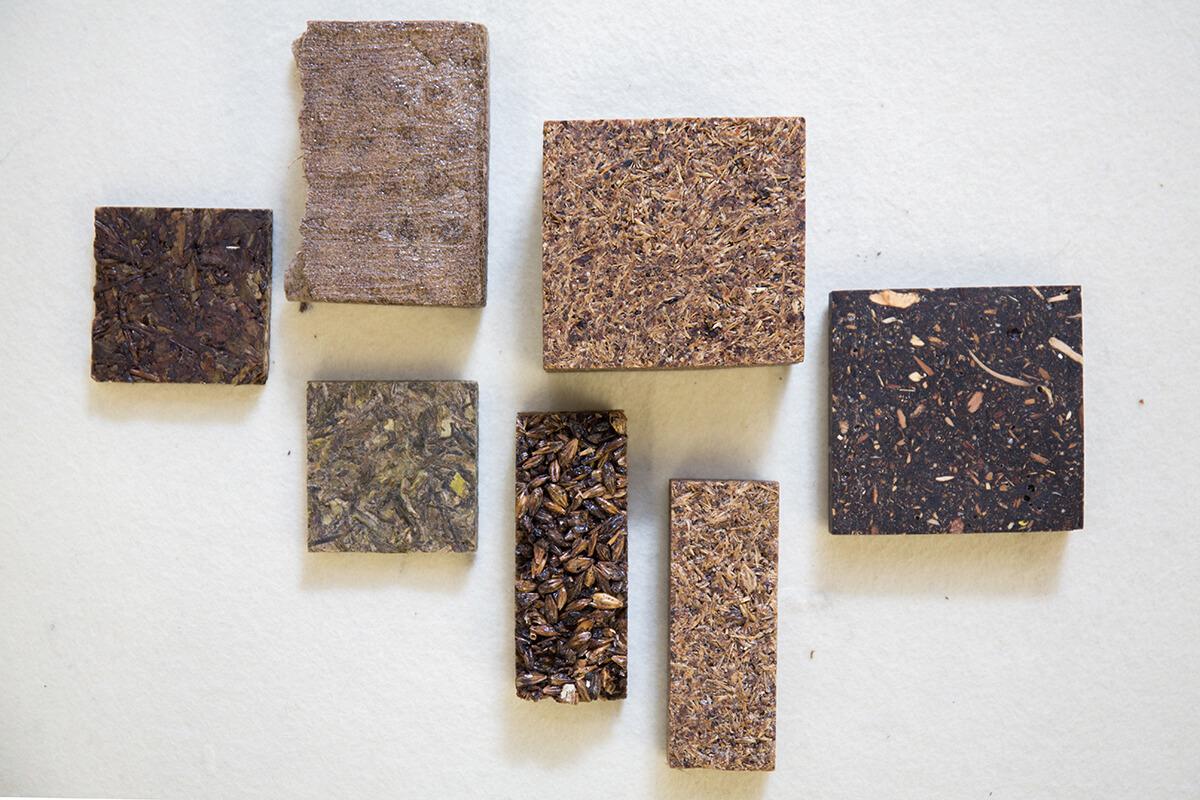 除了造紙,她們近來正研究用廚餘造磚,下一步打算試造傢俬。