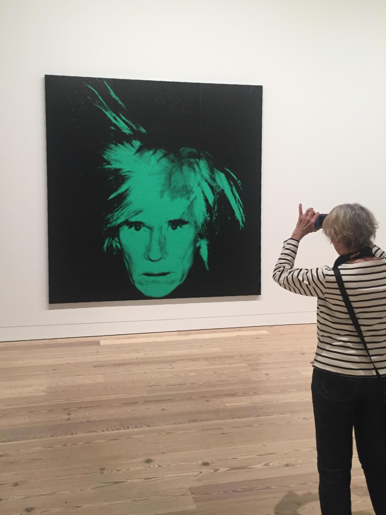 Warhol認為每個人的藝術都有價值,然而,他的名氣維持了為數多個十五分鐘,至今仍無退減,他的藝術風格被後世模仿,為藝術界開拓一條全新的道路。