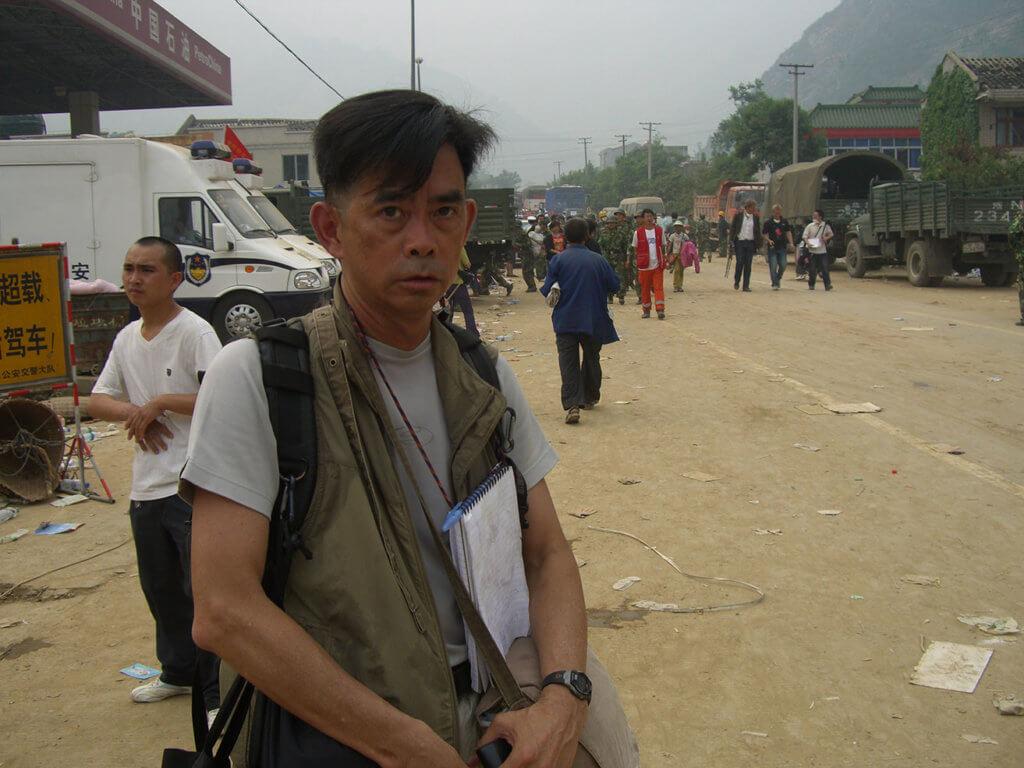 炳哥形容,當災難突發記者,就像行軍打仗,,不會立即徹離,而是退三步,進兩步,慢慢靠觀察、經驗,摸出路來。