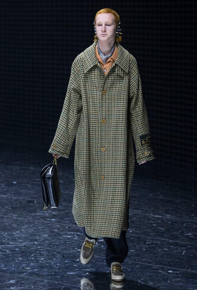 Gucci FW19 模特兒穿上長格仔褸