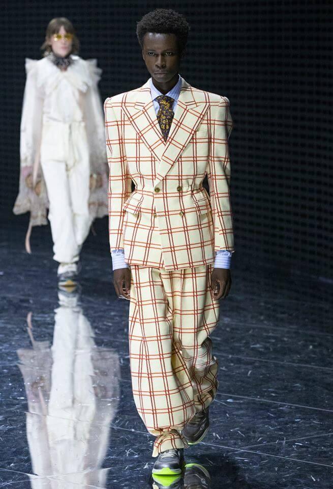 Gucci FW19 模特兒穿上寬身格仔衫
