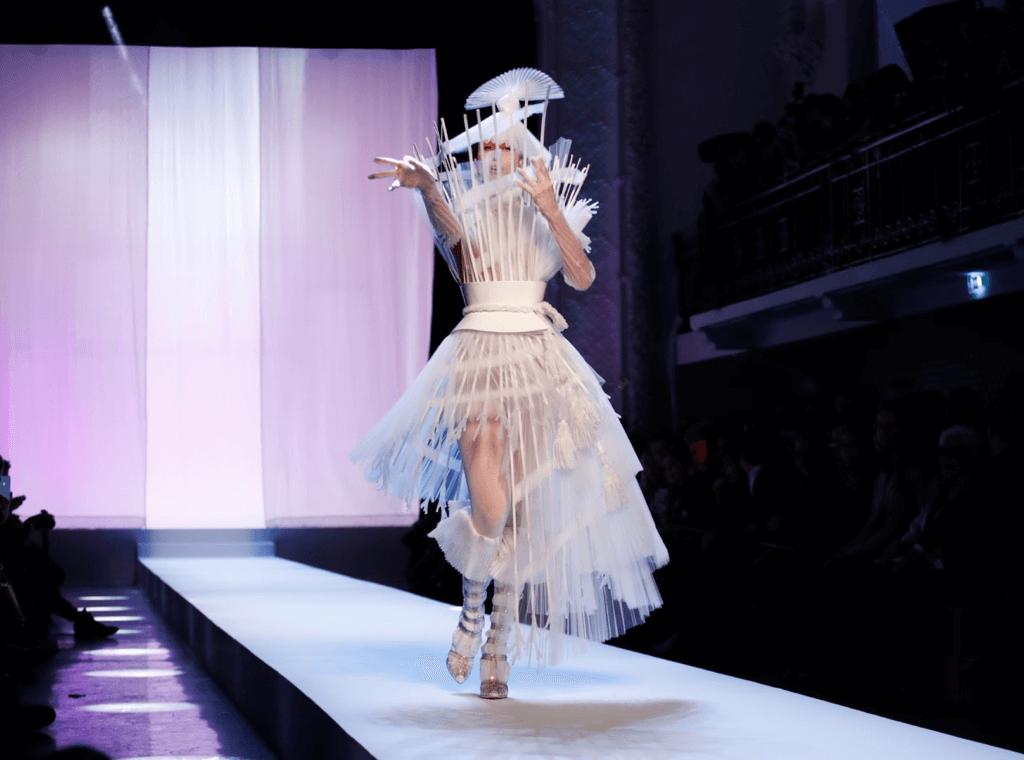 Jean Paul Gaultier於2014年關閉成衣系列,只保留Haute Couture。