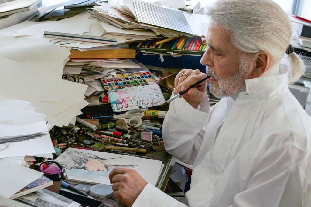 Karl Lagerfeld似乎有異於常人的體魄,他曾接受訪問時說過:「不工作我可能會死」。