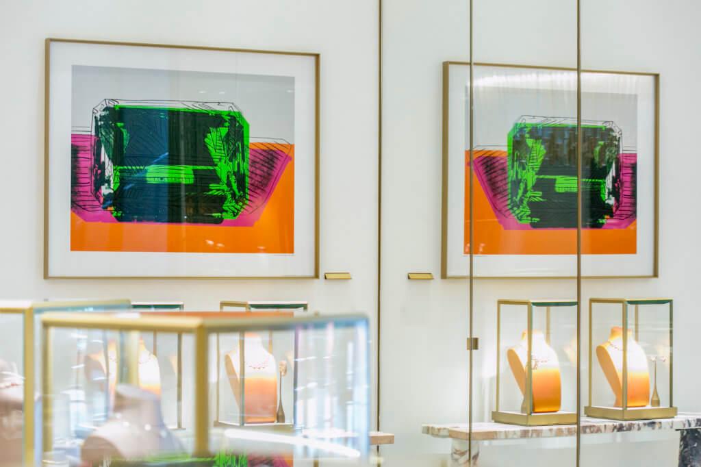 位於中環的專門店擺放了Andy Warhol的真迹,足見兩者淵源非淺。