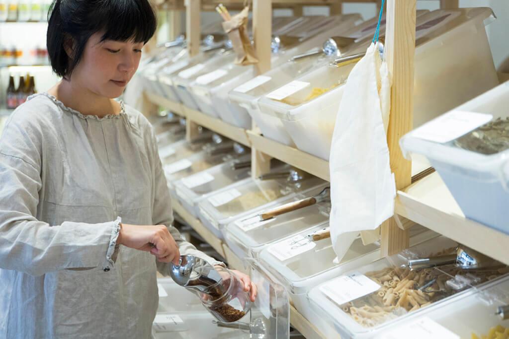 Dora坦言現時店內不少產品都由外地進口,考慮到長途運輸的碳排放問題,她的長遠目標是擁有自家食品生產品牌,做到本地生產。